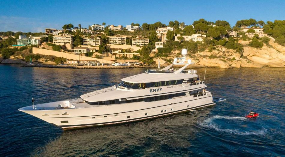 envy yacht charter 1