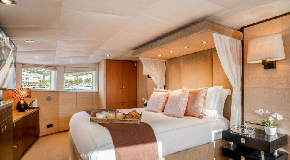 envy yacht charter 14