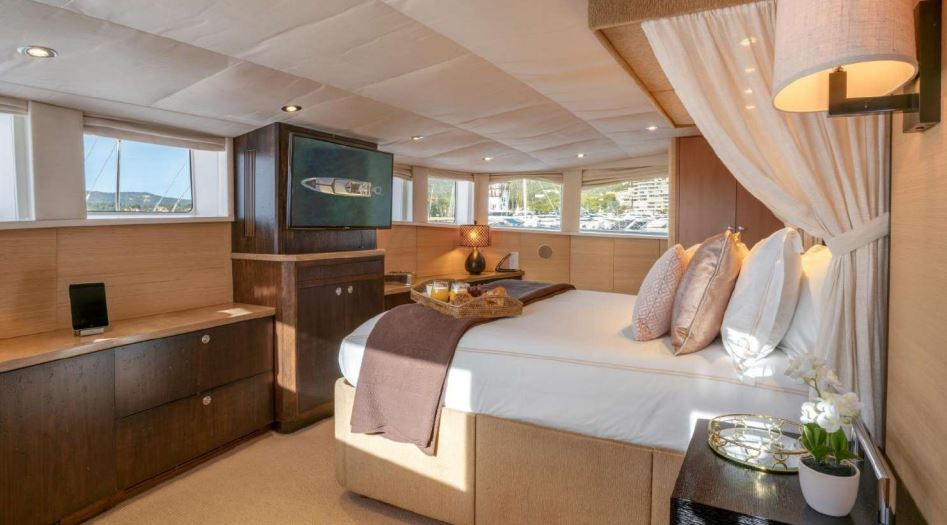 envy yacht charter 15