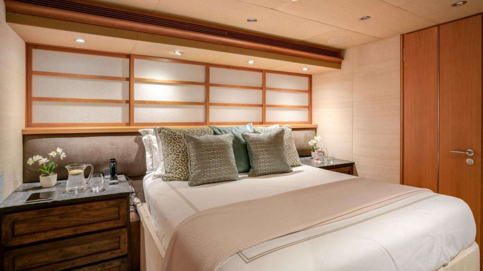 envy yacht charter 16