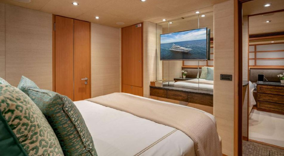 envy yacht charter 17