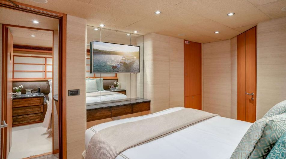 envy yacht charter 18