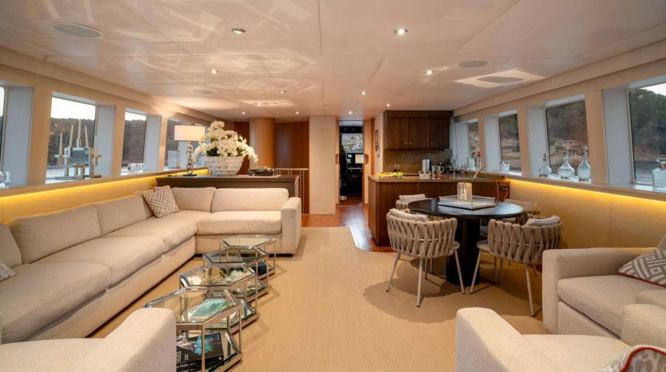 envy yacht charter 9
